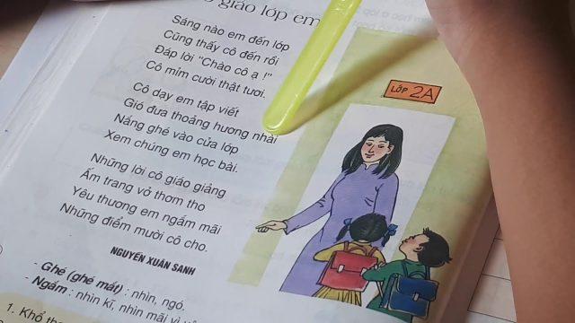 Cảm nhận sự trong trẻo qua Bài thơ Cô giáo lớp em (Nguyễn Xuân Sanh)