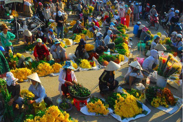 Bài thơ Chợ Tết Đoàn Văn Cừ - Bức tranh quê sống động đầy hân hoan