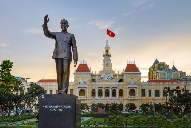 Nhà thơ Hồ Chí Minh - Thân thế và sự nghiệp lẫy lừng năm châu