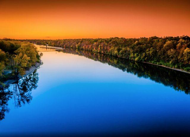 Bài thơ Dòng sông yêu